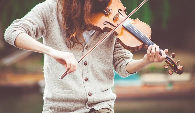houslistka ve svetru