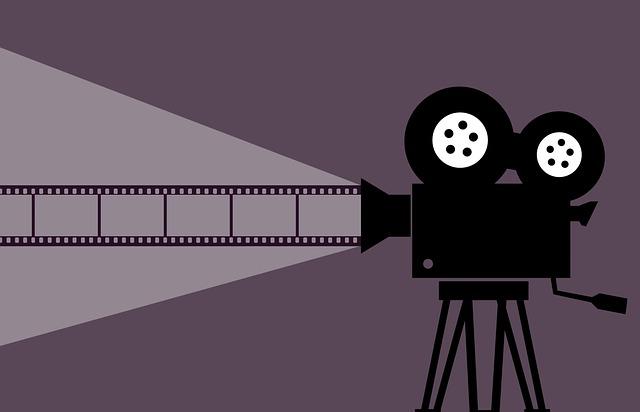 promítačka s filmem